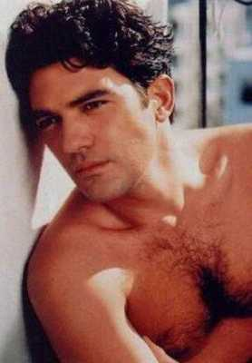Antonio_Banderas_shirtless_04